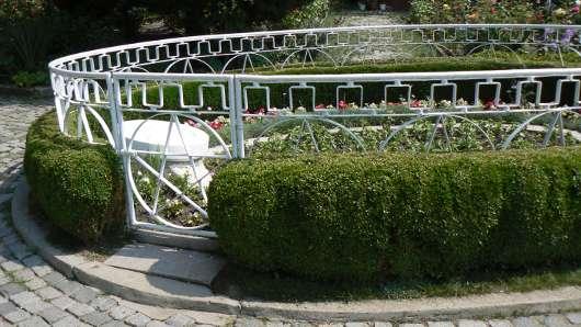 Grob Petera Deunova